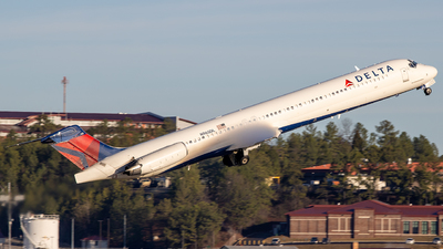 A picture of N965DL - McDonnell Douglas MD88 - [49984] - © Dufla Aviation