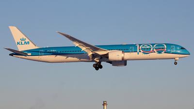 A picture of PHBKA - Boeing 78710 Dreamliner - KLM - © Sverre van Wijngaarden