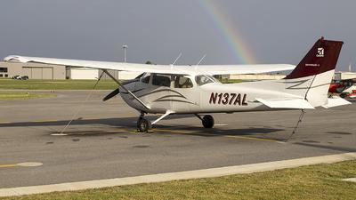 A picture of N137AL - Cessna 172N Skyhawk - [17268125] - © Andrew Hutnyan