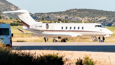 A picture of CSCHF - Bombardier Challenger 350 - NetJets - © Chris Tsiakos