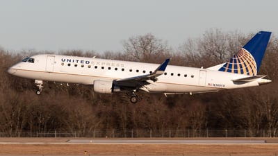 A picture of N749YX - Embraer E175LR - United Airlines - © Saul Hannibal