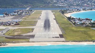 TFFG - Airport - Runway
