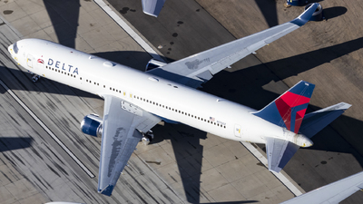 A picture of N176DZ - Boeing 767332(ER) - Delta Air Lines - © David Lee