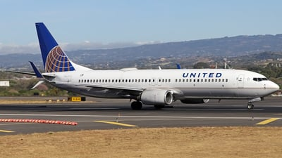 A picture of N12221 - Boeing 737824 - United Airlines - © Denis Gonzalez - Costa Rica Spotter