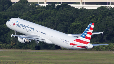 A picture of N170US - Airbus A321211 - American Airlines - © Bruce Leibowitz