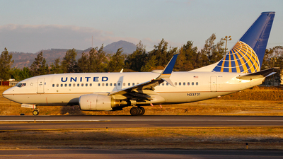 A picture of N23721 - Boeing 737724 - United Airlines - © Obed Diaz