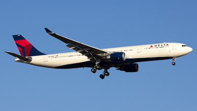 A picture of N823NW - Airbus A330302 - Delta Air Lines - © Thomas Rosskopf
