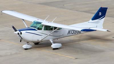 A picture of N1395E - Cessna 172N Skyhawk - [17270984] - © Moralesroger25