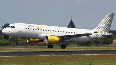 EC-KKT - Airbus A320-214 - Vueling Airlines