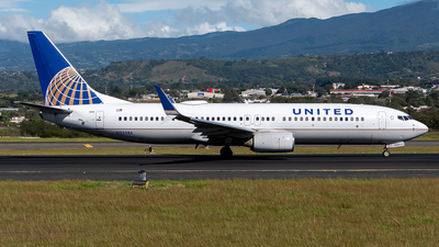 A picture of N33286 - Boeing 737824 - United Airlines - © Cristian Quijano