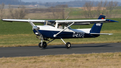 D-EYPE - Cessna 152 - FFH Flight Training