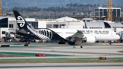 A picture of ZKNZL - Boeing 7879 Dreamliner - Air New Zealand - © arora7dm