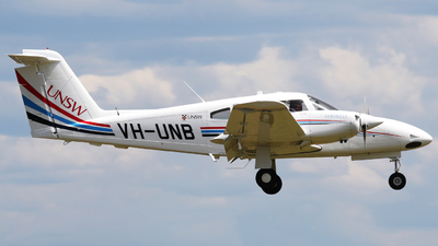 VH-UNB - Piper PA-44-180 Seminole - University of New South Wales