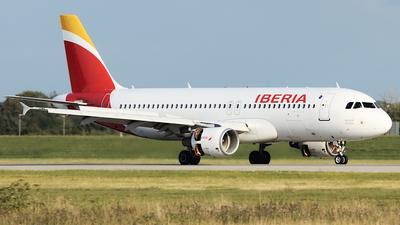 A picture of ECIZH - Airbus A320214 - Iberia - © P Kautzsch