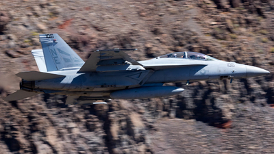 165922 - Boeing F/A-18F Super Hornet - United States - US Navy (USN)