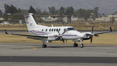 XA-CLB - Beechcraft B200 Super King Air - Private