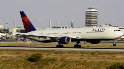 A picture of N838MH - Boeing 767432(ER) - Delta Air Lines - © Andrew Seong