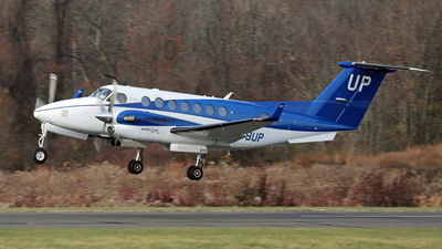 N879UP - Beechcraft B300 King Air 350 - Wheels Up