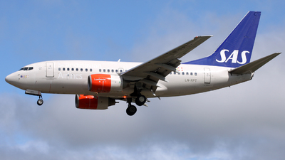 LN-RPT - Boeing 737-683 - Scandinavian Airlines (SAS)