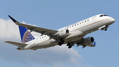 A picture of N752YX - Embraer E175LR - United Airlines - © DJ Reed - OPShots Photo Team