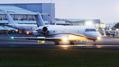 N1800C - Bombardier CL-600-2B19 Challenger 800 - Private