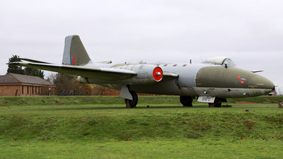 XH170 - English Electric Canberra PR9 - United Kingdom - Royal Air Force (RAF)