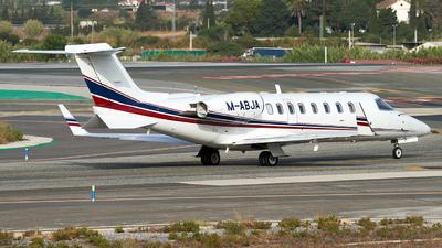A picture of MABJA - Learjet 45 - Ryanair - © Fernando Roca