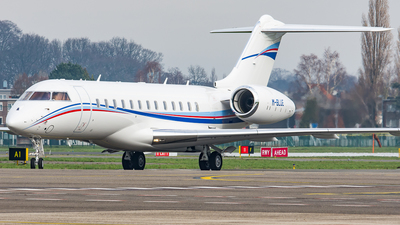 M-BLUE - Bombardier BD-700-1A11 Global 5000 - Private