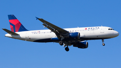 A picture of N323US - Airbus A320211 - Delta Air Lines - © Martin Rogosz