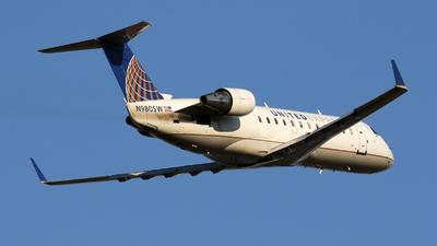 A picture of N980SW - Mitsubishi CRJ200LR - United Airlines - © Moralesroger25