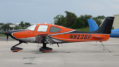 A picture of N922BP - Cirrus SR22 - [4613] - © Orlando Suarez