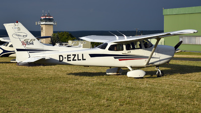 D-EZLL - Cessna 172S Skyhawk SP - Private