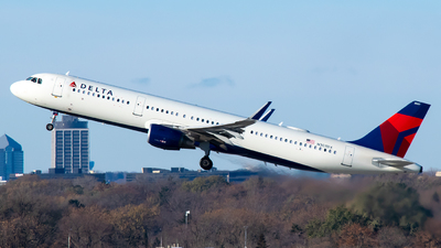 A picture of N307DX - Airbus A321211 - Delta Air Lines - © Steve Rinde