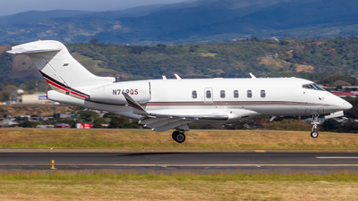 N749QS - Bombardier BD-100-1A10 Challenger 350 - NetJets Aviation