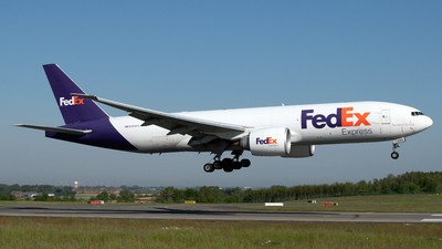 A picture of N889FD - Boeing 777FS2 - FedEx - © PAUL LINK