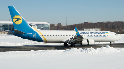 A picture of URPSM - Boeing 7378FZ - Ukraine Int. Airlines - © Yura Tanchyn