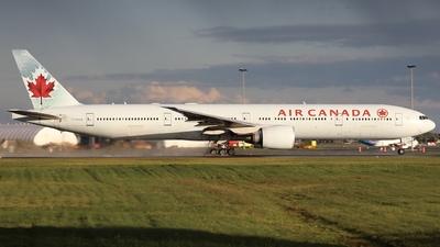 A picture of CFRAM - Boeing 777333(ER) - Air Canada - © Hongyu Wang