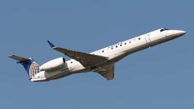 A picture of N12135 - Embraer ERJ145XR - ExpressJet - © Yixin Chen
