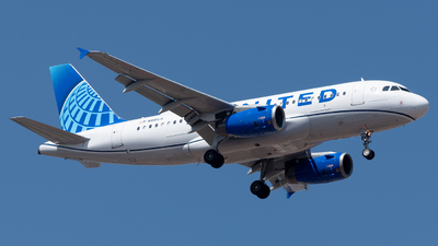 A picture of N881UA - Airbus A319132 - United Airlines - © Roberto Tirado