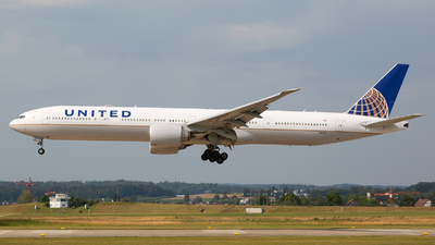 A picture of N2341U - Boeing 777322(ER) - United Airlines - © Marcello Galzignato - Tuscan Aviation