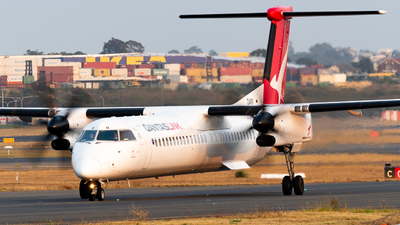 A picture of VHQOH - De Havilland Canada Dash 8400 - QantasLink - © Andrew Wu