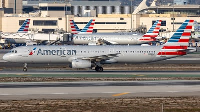 A picture of N925UY - Airbus A321231 - American Airlines - © Wes Loeffler