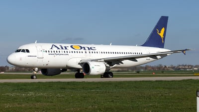 EI-DSZ - Airbus A320-216 - Air One