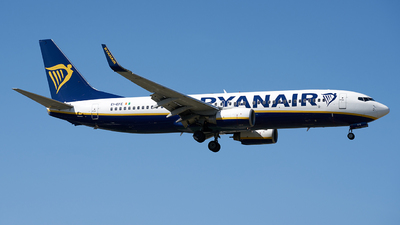 A picture of EIEFE - Boeing 7378AS - Ryanair - © Fernando Roca