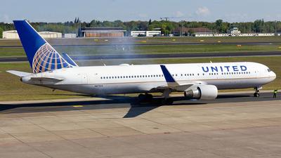 N671UA - Boeing 767-322(ER) - United Airlines