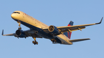 N819DX - Boeing 757-26D - Delta Air Lines