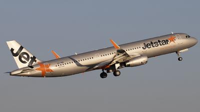 A picture of VHVWN - Airbus A321231 - Jetstar Airways - © Jon Logan