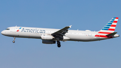 A picture of N973UY - Airbus A321231 - American Airlines - © Eric Esots