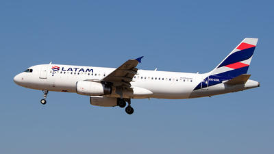 A picture of CCCOL - Airbus A320233 - LATAM Airlines - © Carlos P. Valle C.