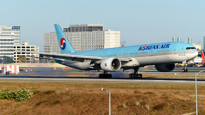 A picture of HL8011 - Boeing 7773B5(ER) - Korean Air - © Rocky Wang